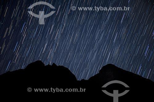 Vista de Star Trail (Trilha de estrelas) sobre montanhas de Itatiaia  - Resende - Rio de Janeiro (RJ) - Brasil