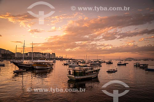 Vista de barcos de pesca ancorados na Baía de Guanabara  - Rio de Janeiro - Rio de Janeiro (RJ) - Brasil