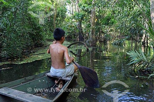 Criança ribeirinha no Igapó do Rio Ariaú  - Iranduba - Amazonas (AM) - Brasil