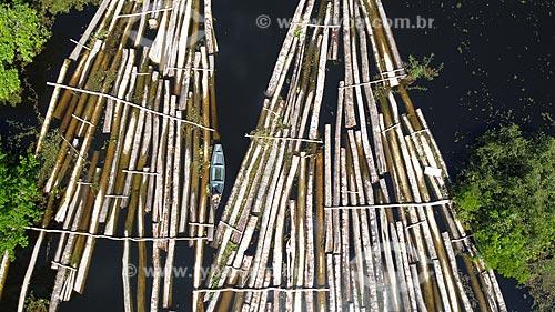 Foto feita com drone de toras de madeira ilegal como Samaúma, Cedro, Mogno, Itaúba, Assaçu, entre outras apreendidas na Comunidade Santo Antônio. As toras são advindas da Reserva de Desenvolvimento Sustentável (RDS) do Piranha e da RDS do Piagaçú-Purús  - Manacapuru - Amazonas (AM) - Brasil