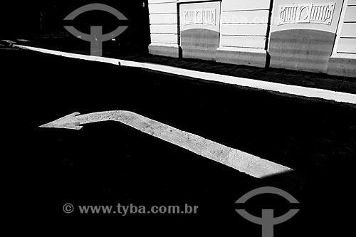 Sinalização de trânsito pintada em rua de Guarani  - Guarani - Minas Gerais (MG) - Brasil