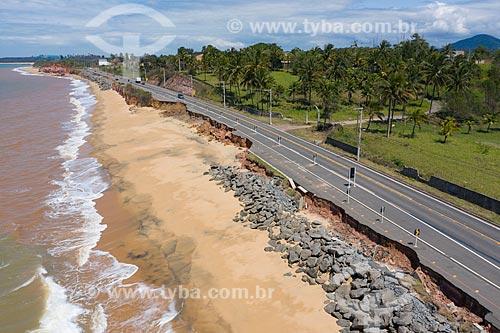 Foto feita com drone de erosão pela elevação dos oceanos - Rodovia do Sol (ES-060)  - Guarapari - Espírito Santo (ES) - Brasil