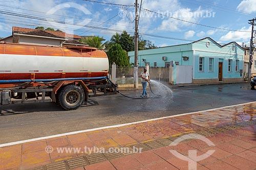 Higienização de ruas para combater pandemia do Covid 19 - Crise do Coronavírus  - Guarani - Minas Gerais (MG) - Brasil