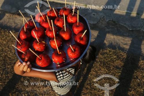 Venda de Maçã do Amor durante a Festa de Santa Maria - Borba - Amazonas (AM) - Brasil