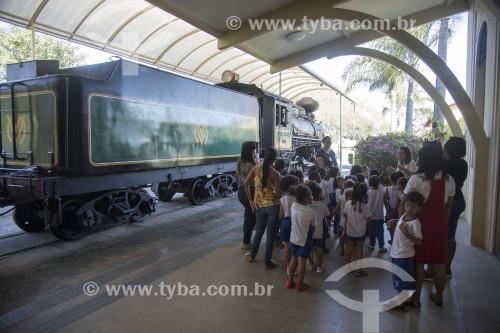 Crianças visitando o Museu Vale - Antiga Estação Ferroviária Pedro Nolasco (1927) - Vila Velha - Espírito Santo (ES) - Brasil