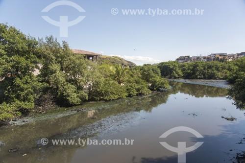 Rio Aribiri poluído por lançamento de esgoto doméstico - Vila Velha - Espírito Santo (ES) - Brasil