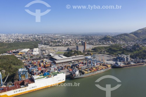 Foto feita com drone de navios cargueiros no Porto de Via Velha - Vila Velha - Espírito Santo (ES) - Brasil