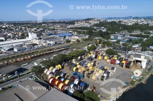 Foto feita com drone de carretéis de fibra ótica submarina armazenados no porto de Vila Velha - Vila Velha - Espírito Santo (ES) - Brasil