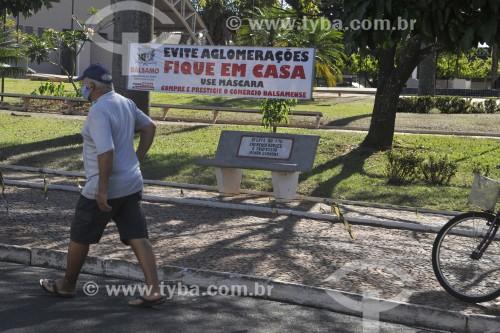 Cartaz de campanha à favor do isolamento social - Crise do Coronavírus - Bálsamo - São Paulo (SP) - Brasil