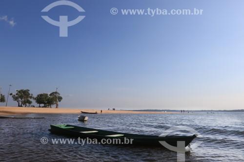 Canoa na Praia da Maresia no Rio Maués-Açu - Maués - Amazonas (AM) - Brasil