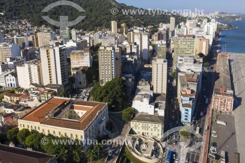 Foto feita com drone do centro da cidade - à esquerda Palácio Anchieta e escardaria Bárbara Lindenberg embaixo - Vitória - Espírito Santo (ES) - Brasil