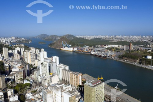 Foto feita com drone do centro histórico da cidade embaixo e porto de Vila Velha no fundo - Vitória - Espírito Santo (ES) - Brasil