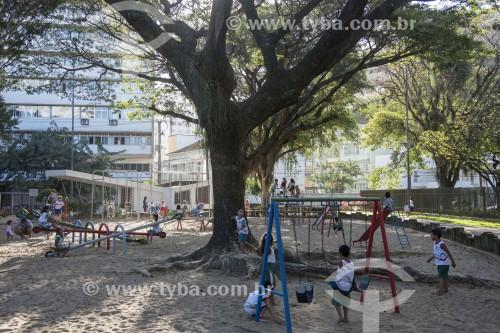 Crianças brincando em parquinho do Parque Moscoso - Centro histórico da cidade - Vitória - Espírito Santo (ES) - Brasil