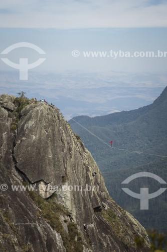 Praticante de slackline na Serra da Mantiqueira próximo a Itatiaia - Itatiaia - Rio de Janeiro (RJ) - Brasil