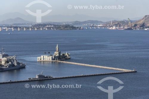 Castelo da Ilha Fiscal (1889) com a Ponte Rio-Niterói (1974) ao fundo - Rio de Janeiro - Rio de Janeiro (RJ) - Brasil