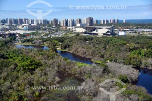 Foto aérea do Parque Natural Municipal Bosque da Barra com a Cidade das Artes - antiga Cidade da Música - ao fundo - Rio de Janeiro - Rio de Janeiro (RJ) - Brasil