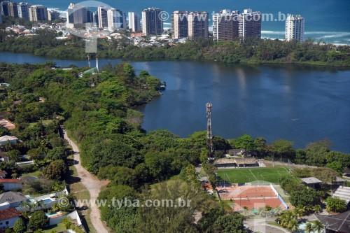 Foto aérea da Lagoa de Marapendi com a Praia da Barra da Tijuca ao fundo - Rio de Janeiro - Rio de Janeiro (RJ) - Brasil