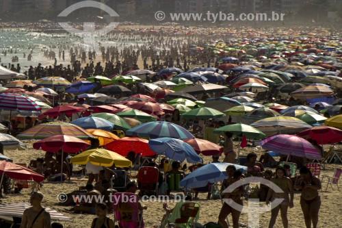 Praia de Ipanema lotada durante a Crise do Coronavírus - Rio de Janeiro - Rio de Janeiro (RJ) - Brasil