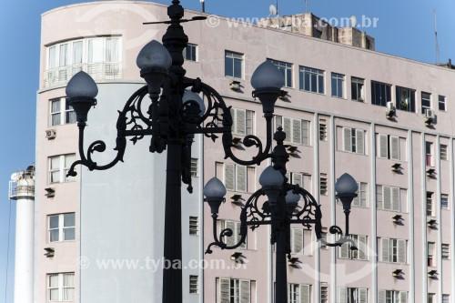Postes para iluminação urbana no centro histórico da cidade - Vitória - Espírito Santo (ES) - Brasil