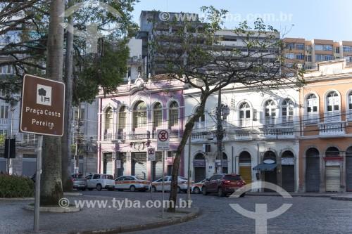Conjunto de sobrados históricos comerciais na praça Costa Pereira - Vitória - Espírito Santo (ES) - Brasil