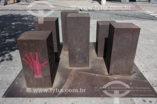 Escultura em homenagem às pessoas que morreram durante o regime militar - Vitória - Espírito Santo (ES) - Brasil