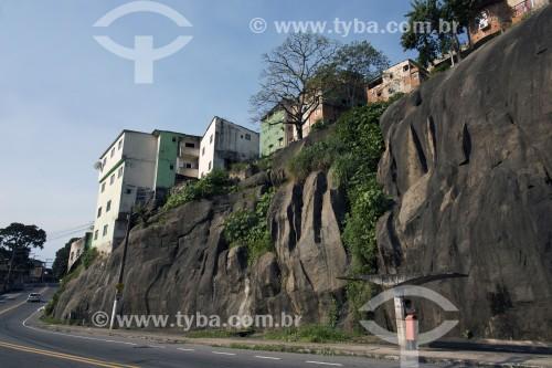 Casas populares construídas sobre costões rochosos - Vitória - Espírito Santo (ES) - Brasil