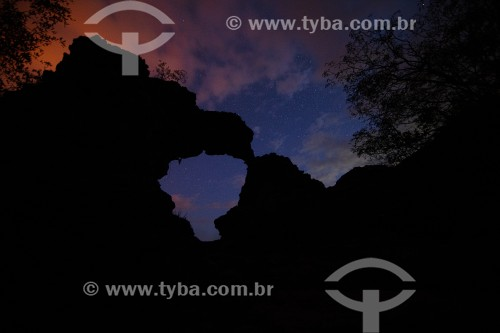 Foto noturna da Pedra do Mapa do Brasil - Parque Nacional Sete Cidades - Piripiri - Piauí (PI) - Brasil
