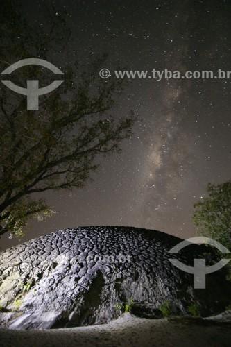 Foto noturna da Pedra da Tartaruga - Parque Nacional Sete Cidades - Piripiri - Piauí (PI) - Brasil