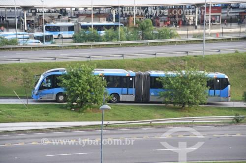 Ônibus do BRT (Bus Rapid Transit) Transcarioca  - Rio de Janeiro - Rio de Janeiro (RJ) - Brasil