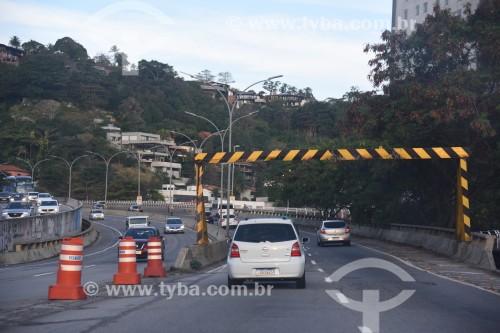 Tráfego na Avenida Ministro Ivan Lins - Rio de Janeiro - Rio de Janeiro (RJ) - Brasil