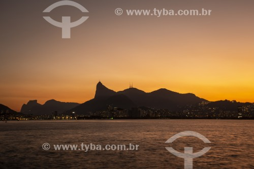 Vista do Morro do Corcovado  e montanhas do Rio de Janeiro a partir da Baía de Guanabara - Rio de Janeiro - Rio de Janeiro (RJ) - Brasil