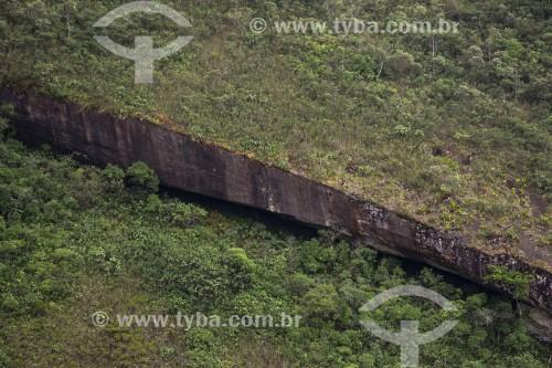 Detalhe de formação rochosa com rachadura - Petrópolis - Rio de Janeiro (RJ) - Brasil