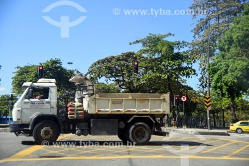 Caminhão em rua do centro da cidade - Rio de Janeiro - Rio de Janeiro (RJ) - Brasil