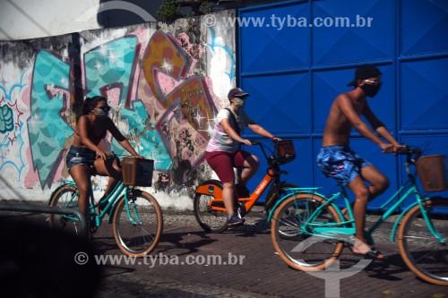 Pessoas passeando de bicicleta - Rio de Janeiro - Rio de Janeiro (RJ) - Brasil