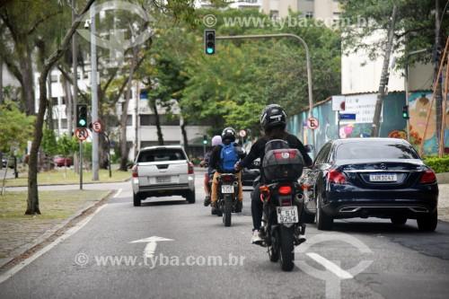 Motocicleta em rua do Rio de Janeiro - Rio de Janeiro - Rio de Janeiro (RJ) - Brasil