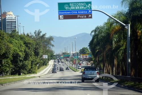 Tráfego na Avenida das Américas - Rio de Janeiro - Rio de Janeiro (RJ) - Brasil
