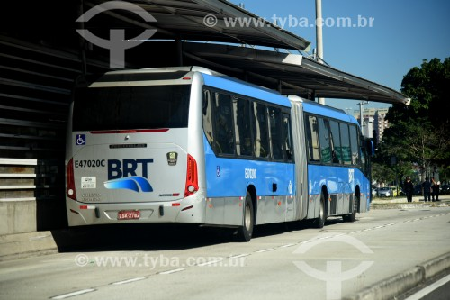 Ônibus do BRT (Bus Rapid Transit) em Estação do BRT Transcarioca - Rio de Janeiro - Rio de Janeiro (RJ) - Brasil