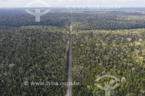 Foto feita com drone da Reserva Biológica Sooretama - maior área contínua de mata atlântica do estado - cortada pela Rodovia BR-101 - Sooretama - Espírito Santo (ES) - Brasil