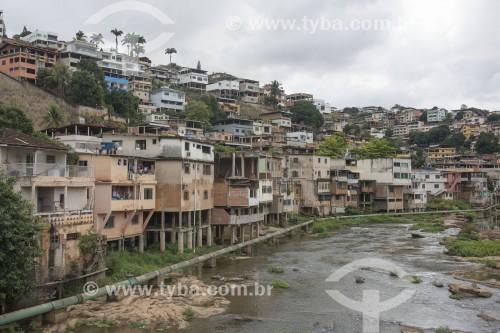 Prédios e residencias construídos invadindo o Rio Itapemirim - Cachoeiro de Itapemirim - Espírito Santo (ES) - Brasil