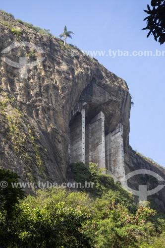 Pilares de concreto fazendo contenção no Morro do Cantagalo - Rio de Janeiro - Rio de Janeiro (RJ) - Brasil