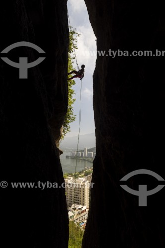 Alpinista durante a escalada do Morro do Cantagalo - Rio de Janeiro - Rio de Janeiro (RJ) - Brasil