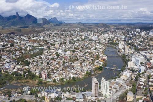 Foto feita com drone do Rio Itapemirim - Pico do Itabira ao fundo - Cachoeiro de Itapemirim - Espírito Santo (ES) - Brasil