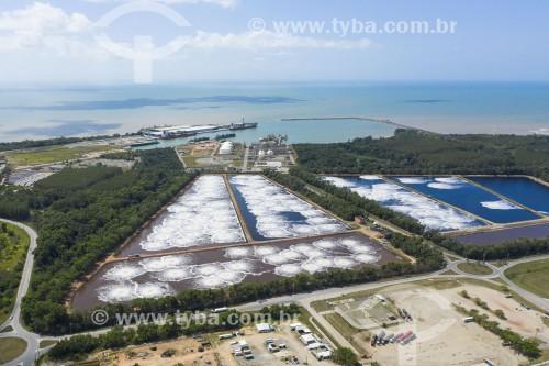 Foto feita com drone de estação de tratamento de efluentes de indústria de celulose - Aracruz - Espírito Santo (ES) - Brasil