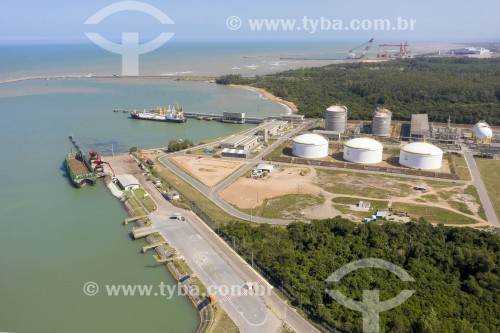 Foto feita com drone de terminal de gás da Petrobras no Portocel - Aracruz - Espírito Santo (ES) - Brasil