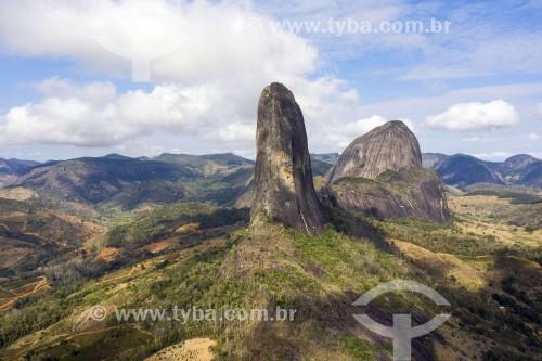 Foto feita com drone do Morro da Agulha - Monumento Natural dos Pontões Capixabas - Pancas - Espírito Santo (ES) - Brasil