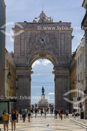 Turistas e o Arco da Rua Augusta (1875) - Lisboa - Distrito de Lisboa - Portugal