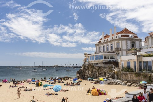 Moradores e turistas na Praia da Duquesa - Cascais - Distrito de Lisboa - Portugal