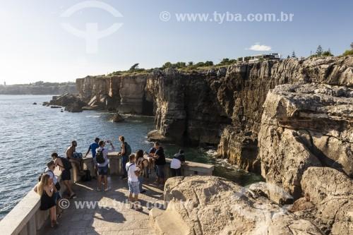 Turistas observando penhascos - Boca do Inferno - Cascais - Distrito de Lisboa - Portugal