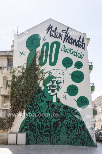 Arte de rua em fachada de prédio - Lisboa - Distrito de Lisboa - Portugal