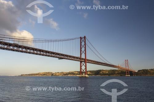 Ponte 25 de Abril sobre o Rio Tejo - Lisboa - Distrito de Lisboa - Portugal
